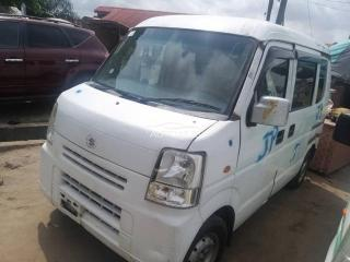 2006 Isuzu Shuttle Bus White