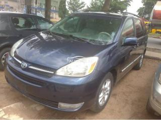 2005 Toyota Sienna Blue
