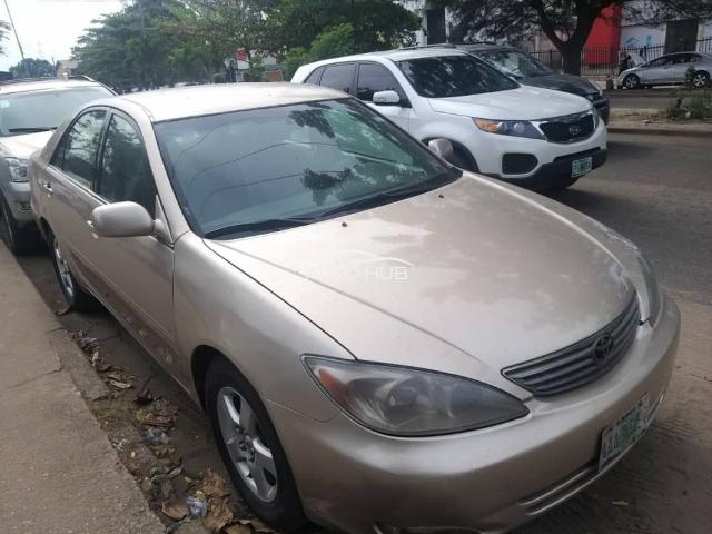 2004 Toyota Camry Gold