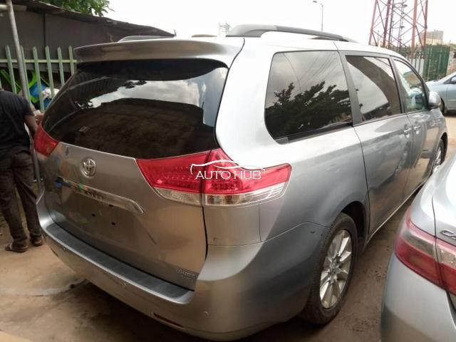 2011 Toyota Sienna Silver
