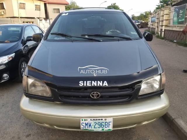 2000 Toyota Sienna LE Green