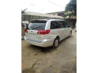Tokunbo toyota sienna 2006 accident free