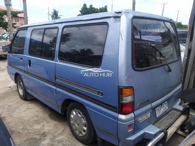 2000 Mitsubishi Starwagon Blue