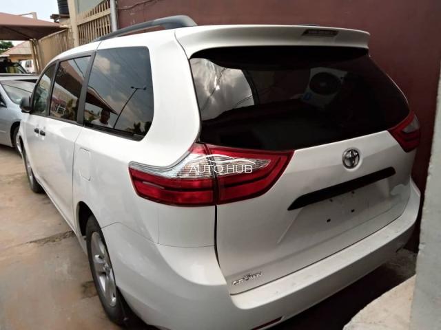 2015 Toyota Sienna White
