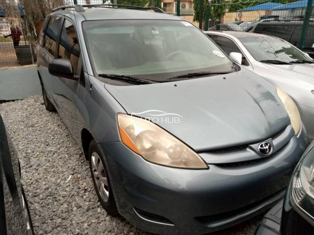2006 Toyota Sienna Blue