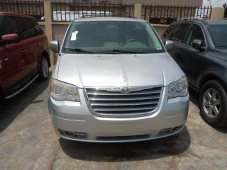2006 Chrysler Town Country Silver