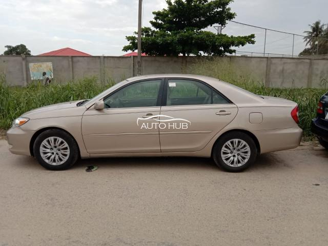 2004 Toyota Camry XLE Gold