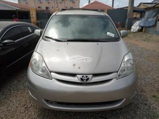 2008 Toyota Sienna Silver