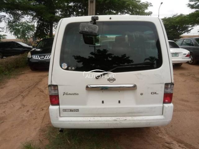 2004 Nissan Vannette White