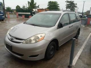 2007 Toyota sienna silver