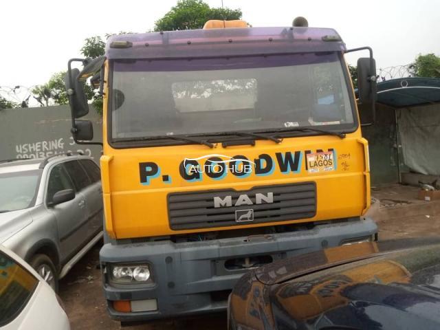 2000 MAN Diesel Yellow