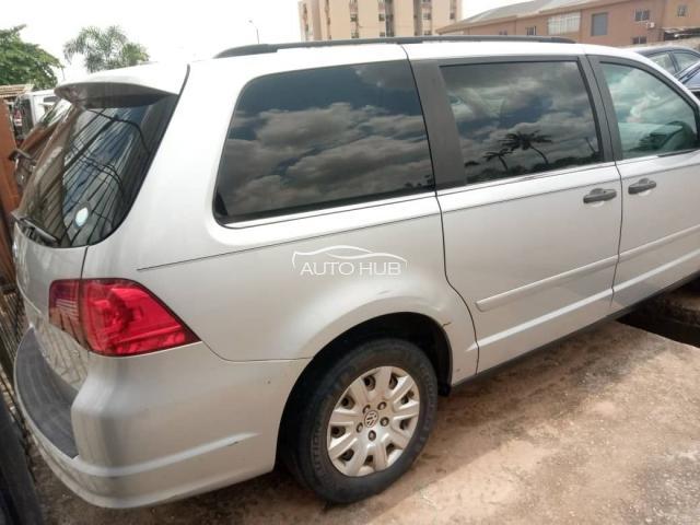 2005 Volkswagen Routan Silver