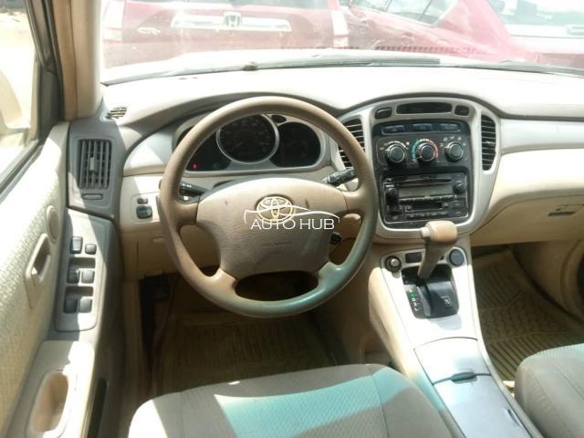 2005 Toyota Highlander Gold