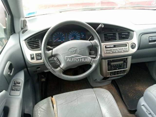 2002 Toyota Sienna XLE Gold