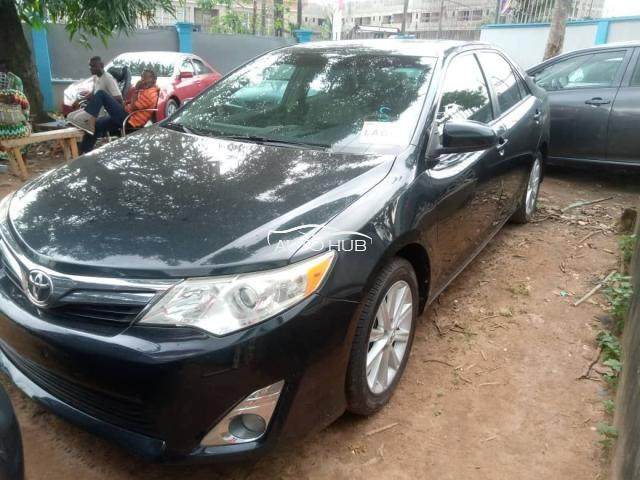 2012 Toyota Camry XLE Blue