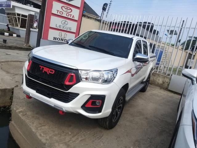2015 Toyota Hilux White