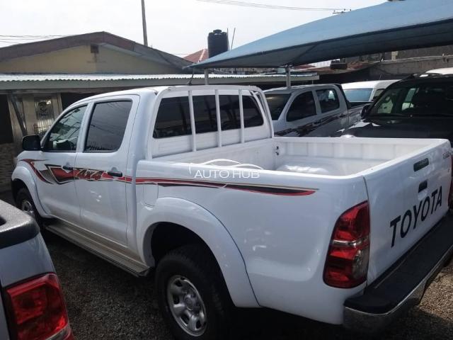 2014 Toyota Hilux white