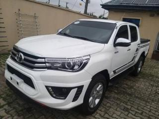 2010 Toyota Hilux White
