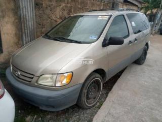 2001 Toyota sienna Gold