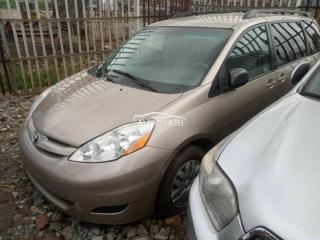 2006 Toyota Sienna Gold