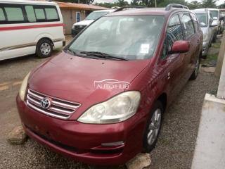 2005 Toyota Avensis Red