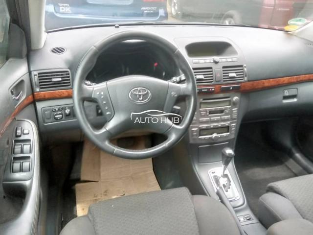 2013 Toyota Avensis White