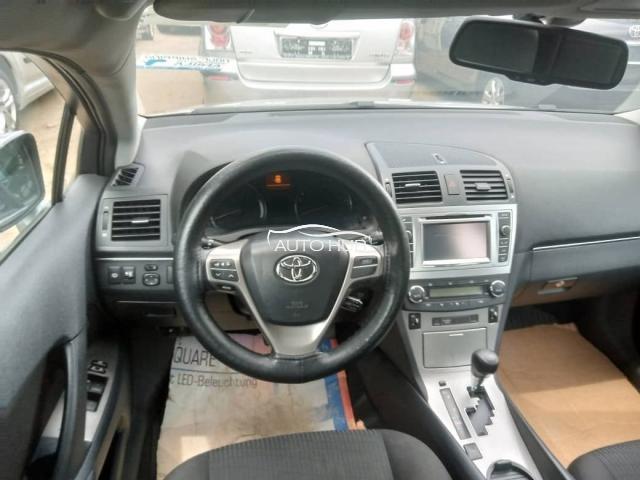 2013 Toyota Avensis Black