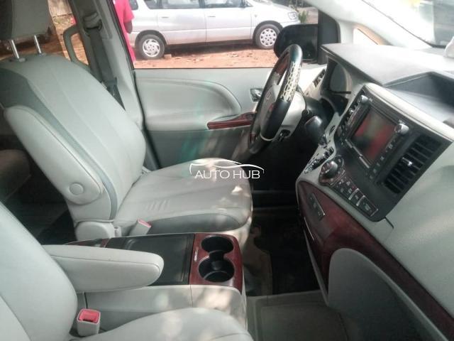 2014 Toyota Sienna Gray