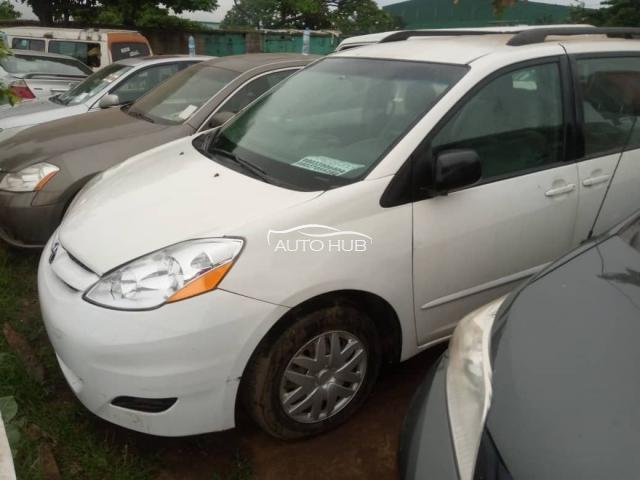 2009 Toyota Sienna White