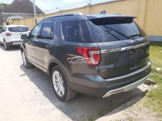 2016 Ford Explorer XLT Gray