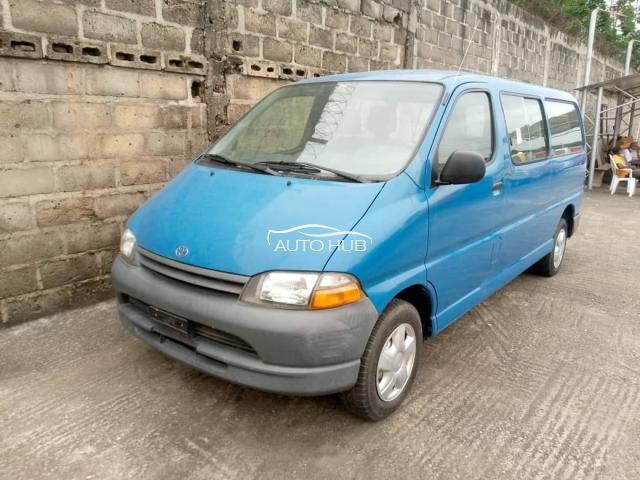 2000 Toyota Hiace Blue