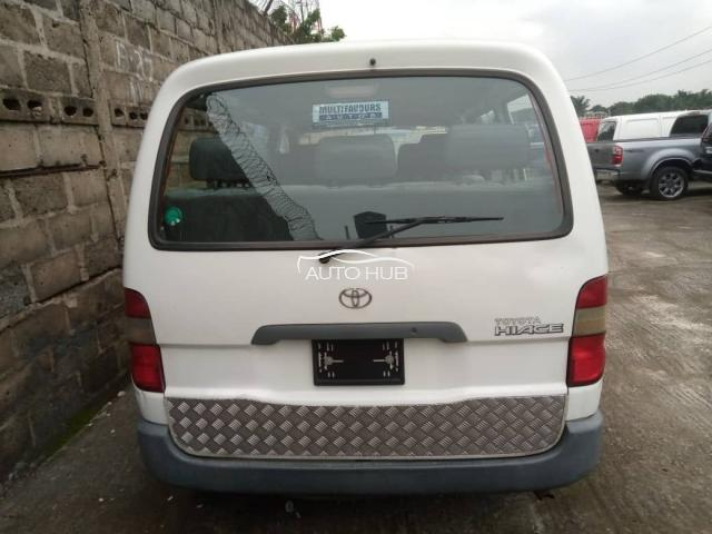 2000 Toyota Hiace White