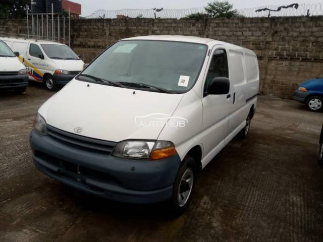 2001 Toyota Hiace White