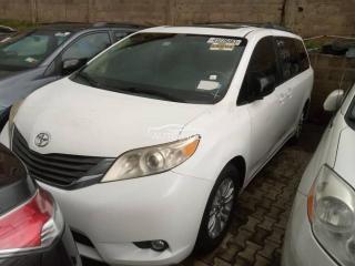 2012 Toyota Sienna XLE White