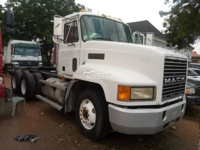 2004 Mack Truck White