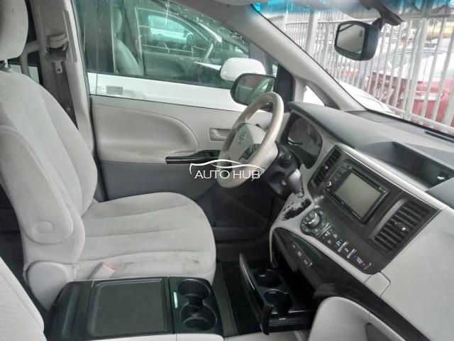 2014 Toyota Sienna Grey