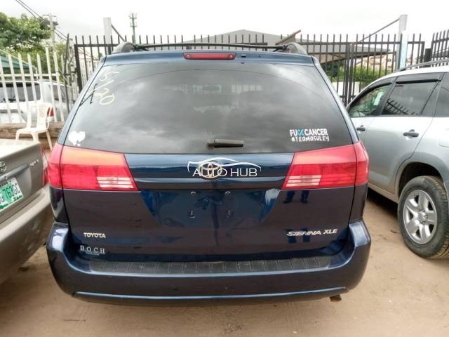 2009 Toyota Sienna XLE Blue