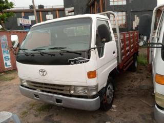 1999 Toyota Dyna300 White
