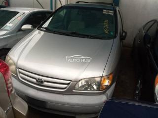 2000 Toyota Sienna Silver