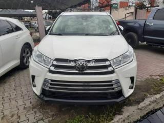 2017 Toyota Highlander White
